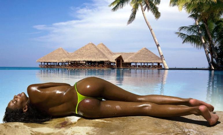 девушка на пляже в африке