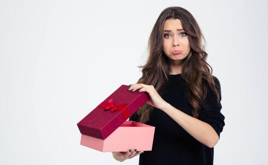 почему он не дарит подарки
