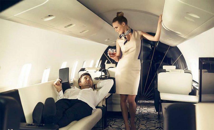 богач в самолете