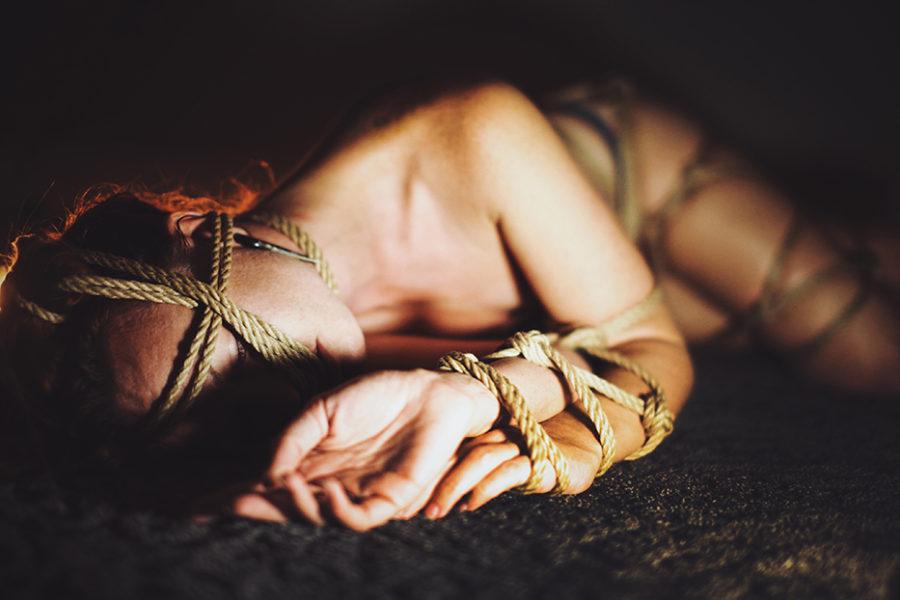 связывание рук шибари