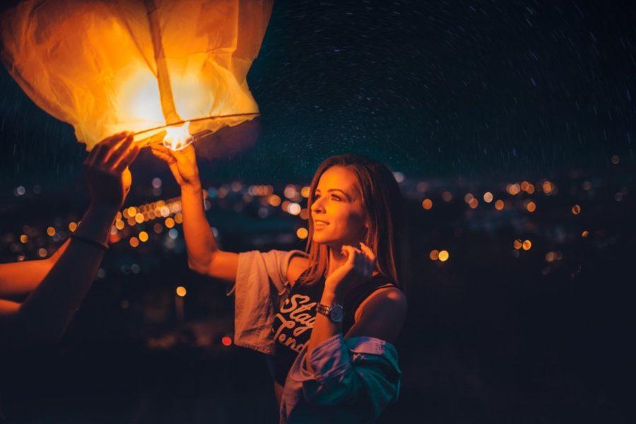 запуск небесного фонарика