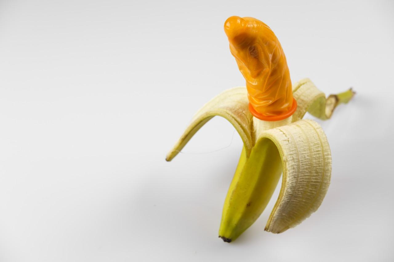 Напомним, как правильно надевать презерватив и почему это нужно