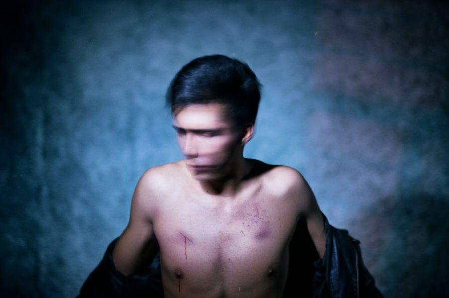 мужчина со шрамом