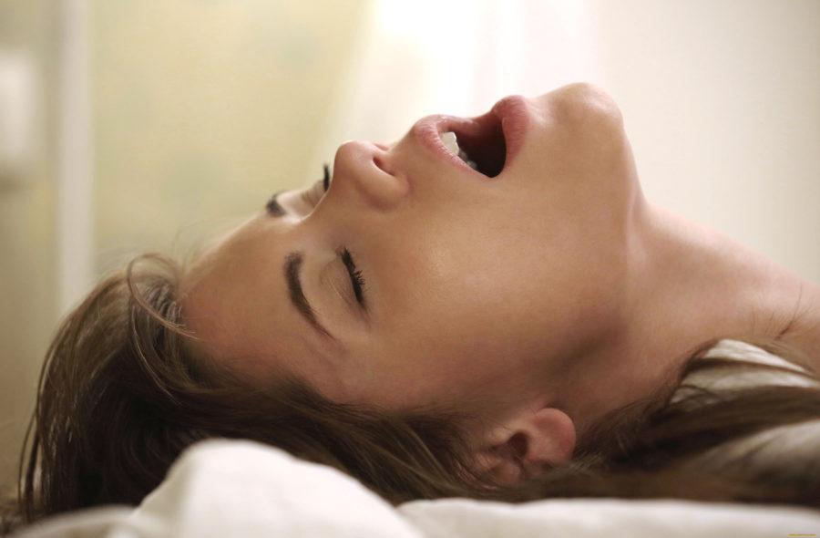 почему женщины кричат в постели