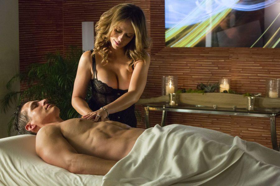 любовница делает массаж