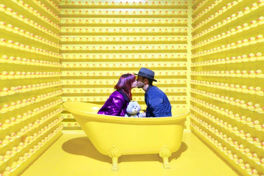 двое в ванной