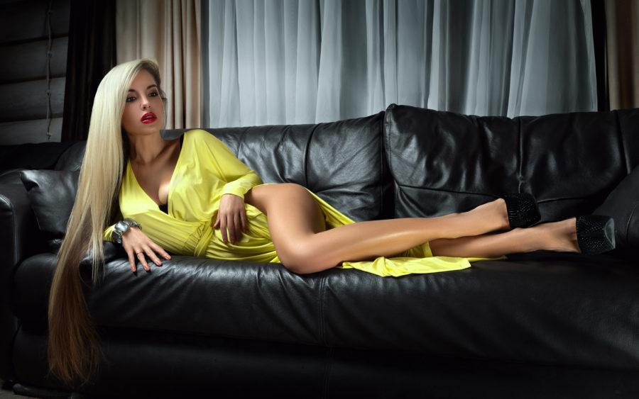 она нашла сайт знакомств с богатыми мужчинами
