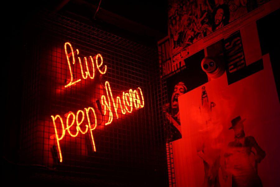 Live peep show