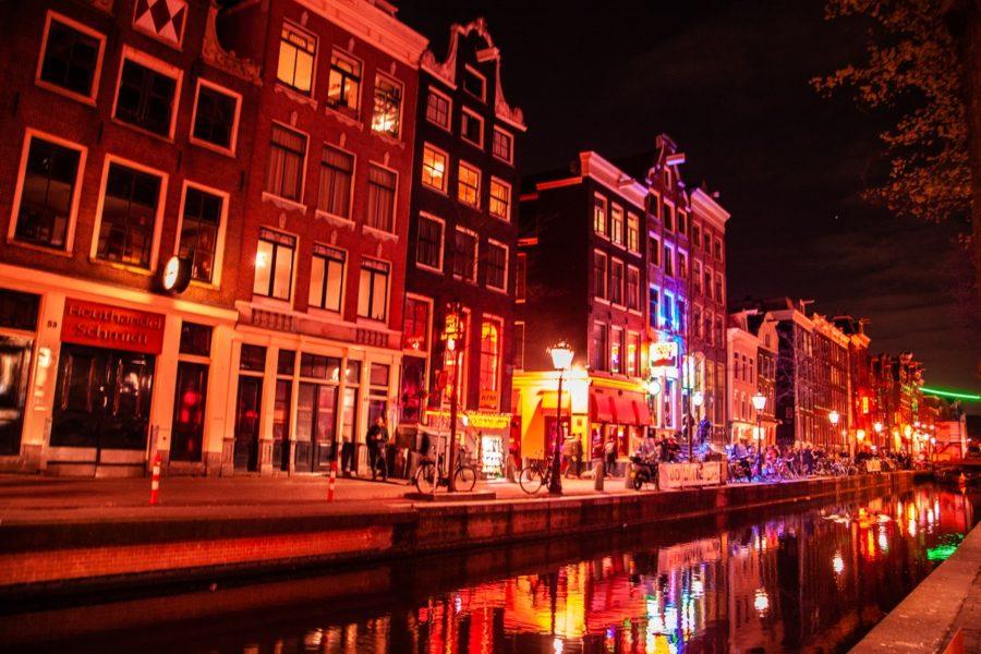 улица красных фонарей