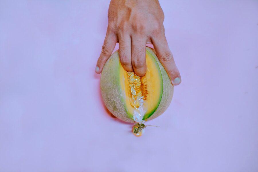 палец в дыне
