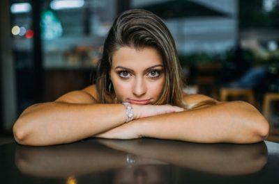 Почему девушки предпочитают мужчин постарше?