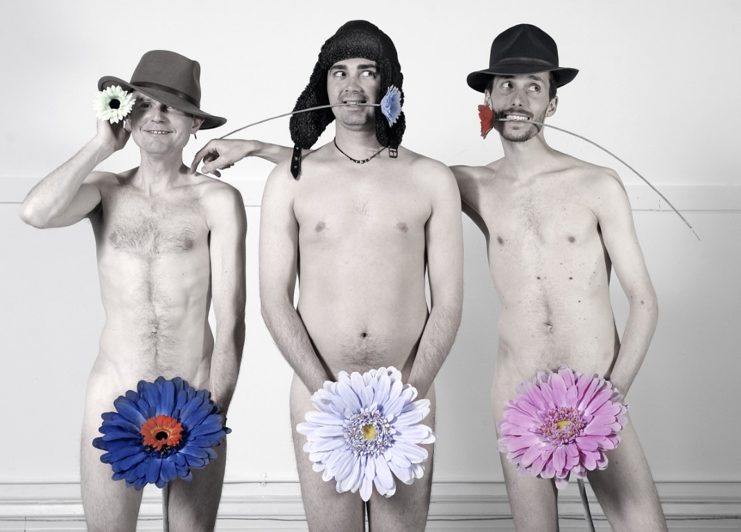 naked-man-flowers-asian-shemale