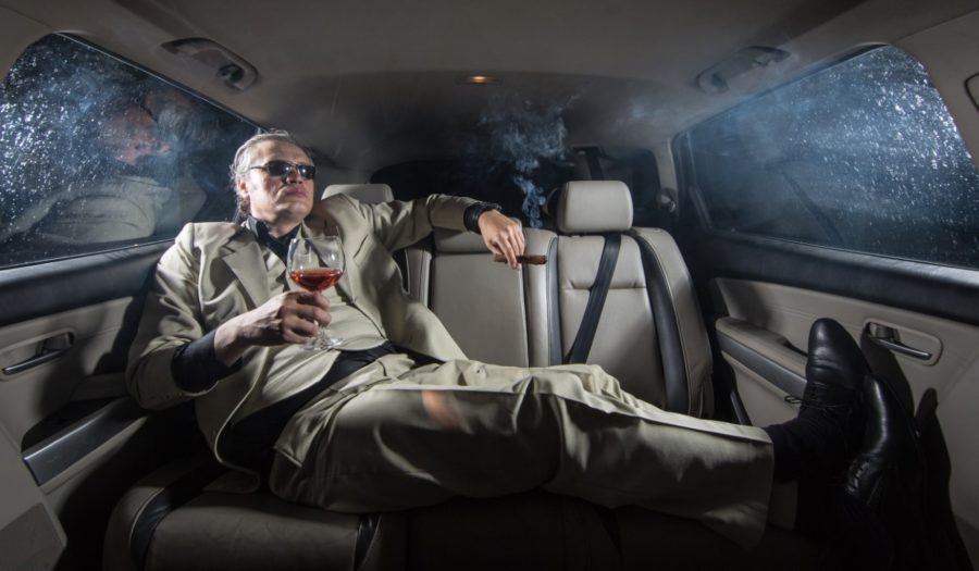 богатый муж в лимузине
