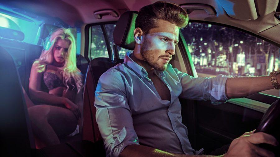 двое в машине