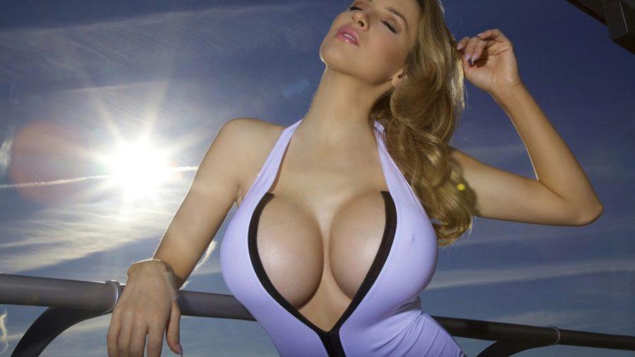соблазнить девушку с большой грудью