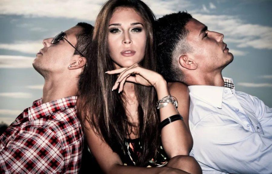 девушка с двумя мужчинами