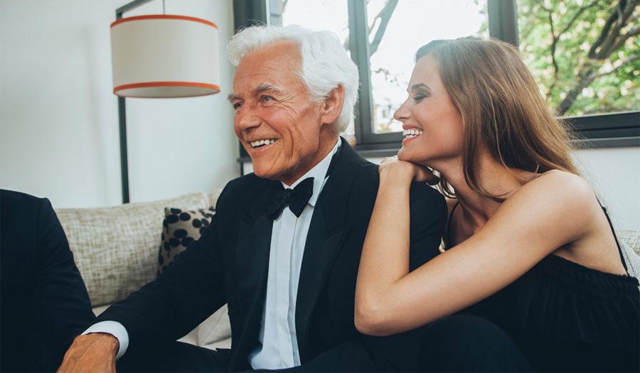 взрослый мужчина с молодой девушкой