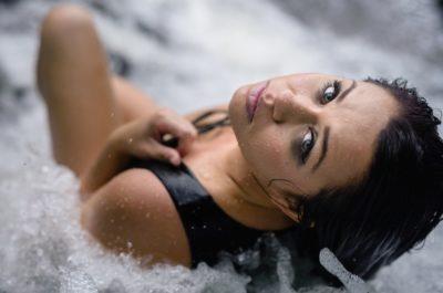 Нравится ли мужчинам когда женщина мокрая?