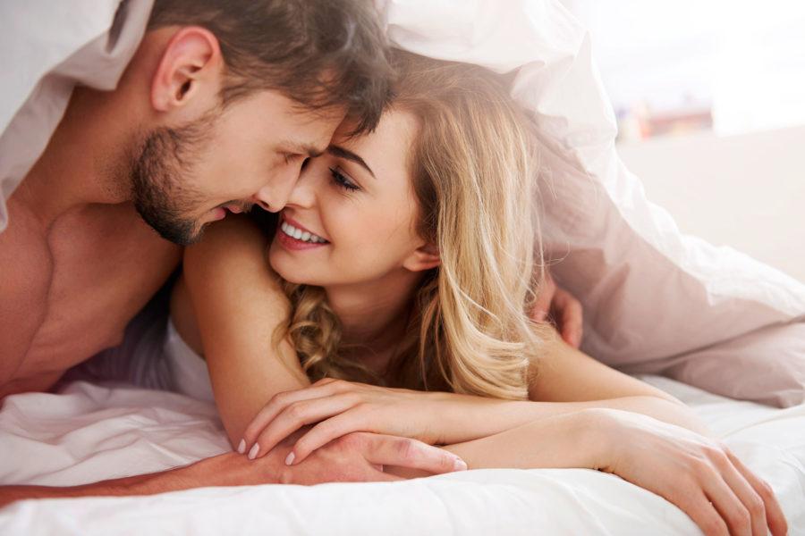 парень и девушка в постели 1