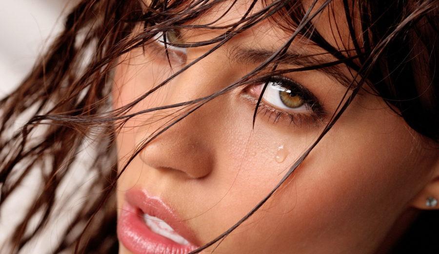 Почему девушки плачут