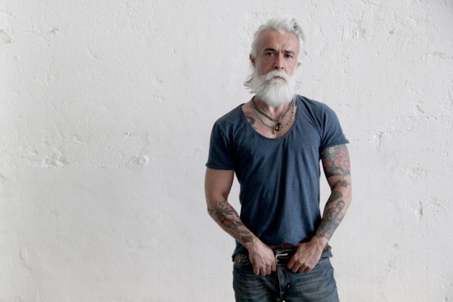 взрослый мужчина с бородой