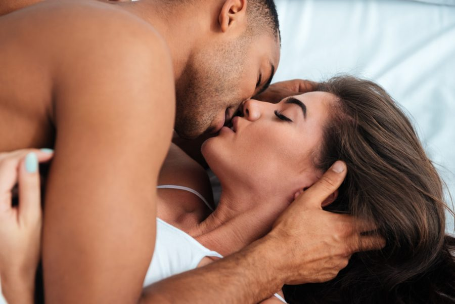 мужчина любит секс