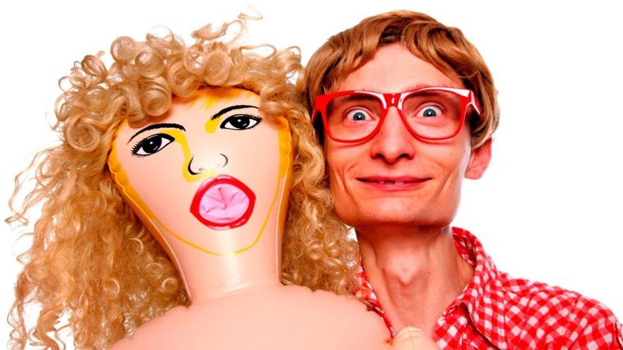 парень с резиновой куклой