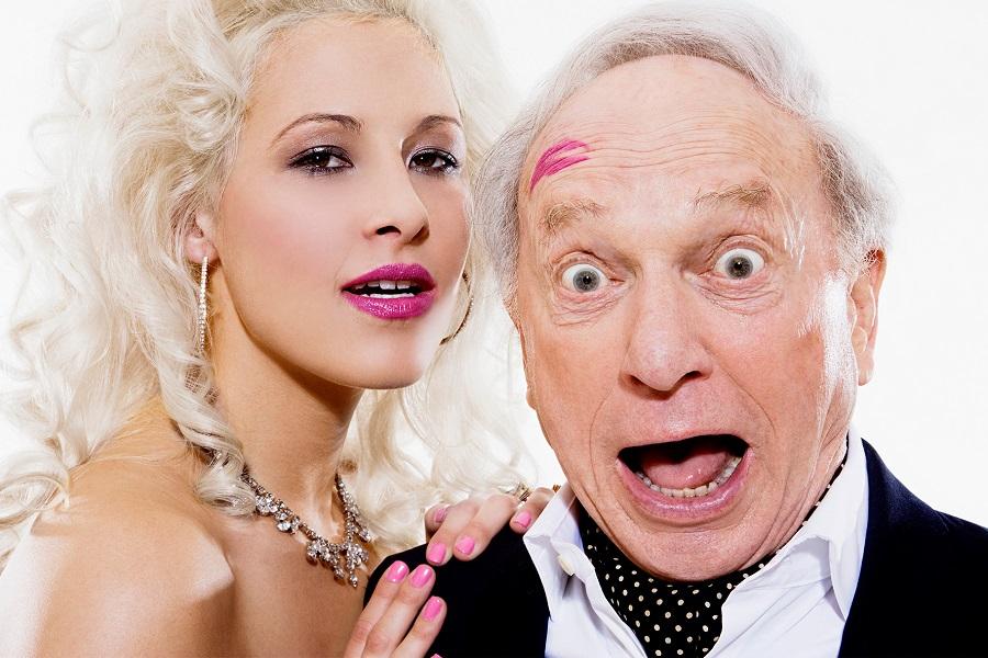 поцелуй мужчине старше