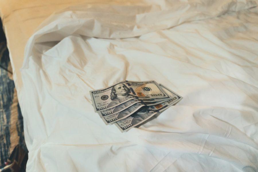 деньги в постели