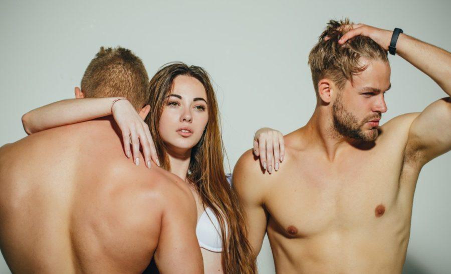 девушка и 2 мужчины