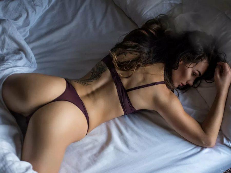 Лежащая собачка поза секса