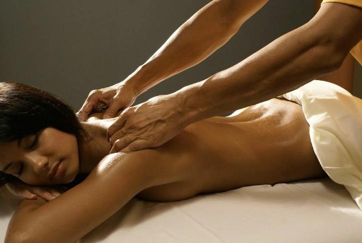 Возбуждение девушки массажем