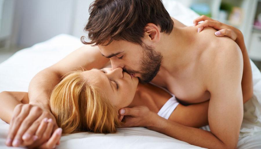 поцелуй в кровати