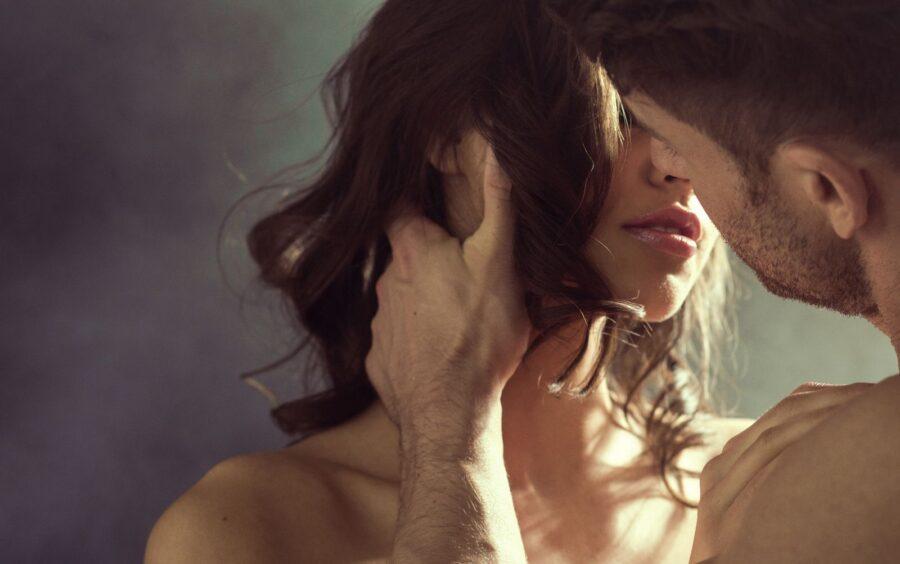 поцелуй любящих людей