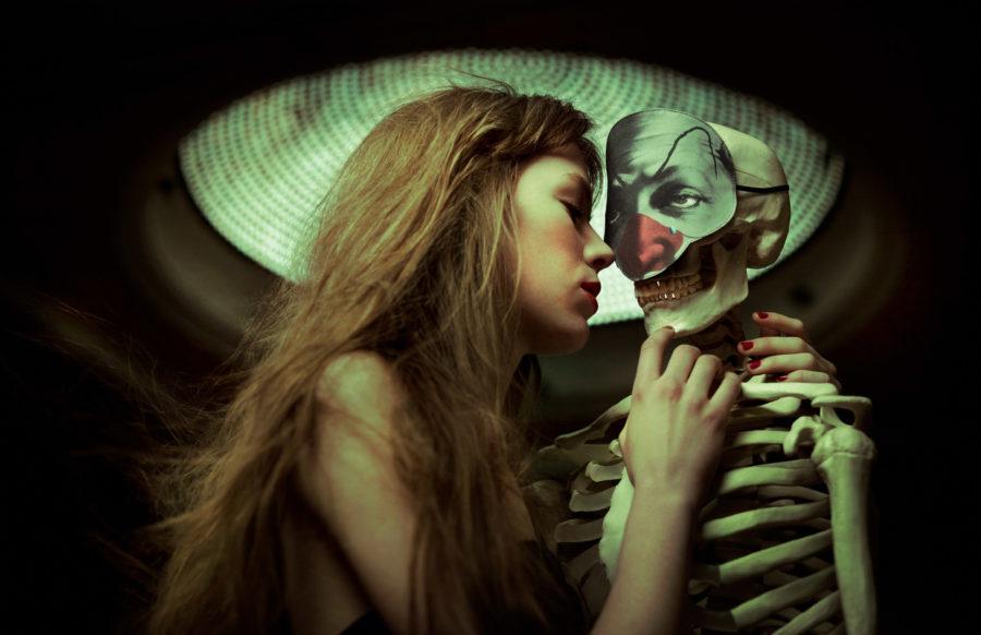 скелеты лучше спрятать