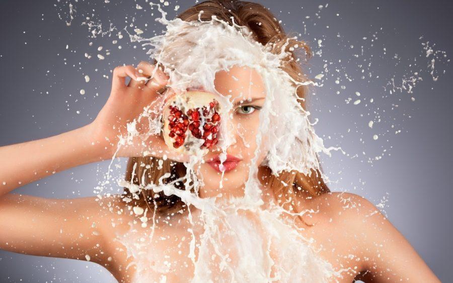 девушка облитая молоком