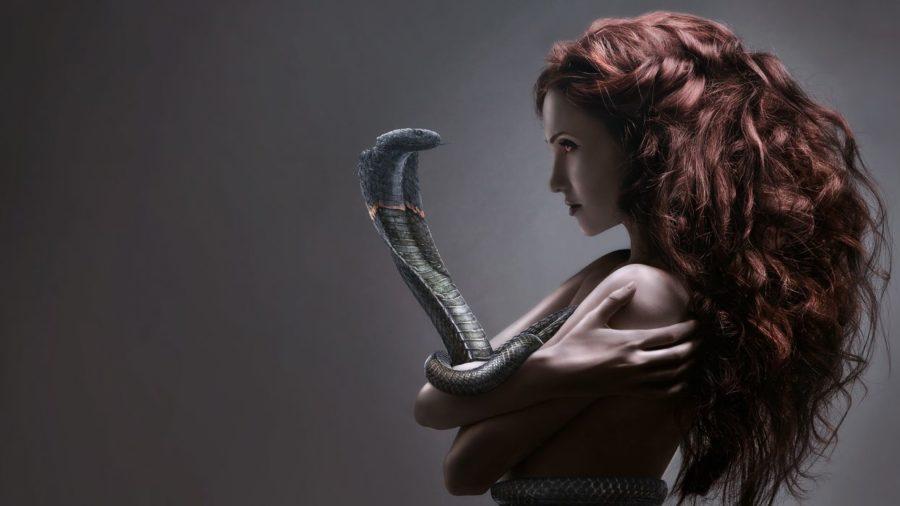 женщина со змеей