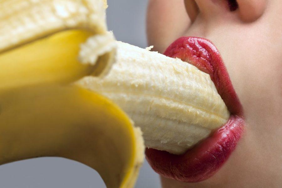 губы с бананом