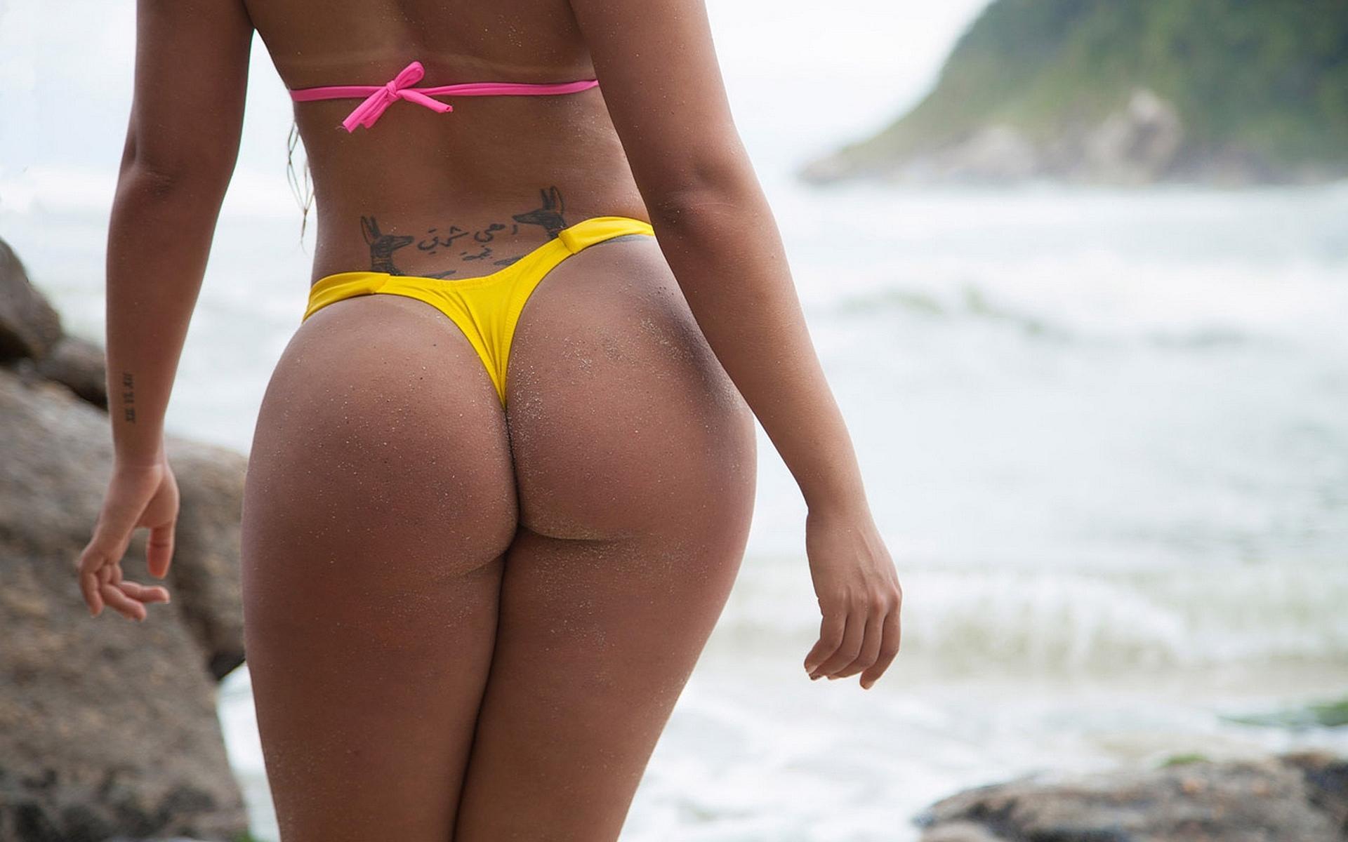 Игривые бразильские попки