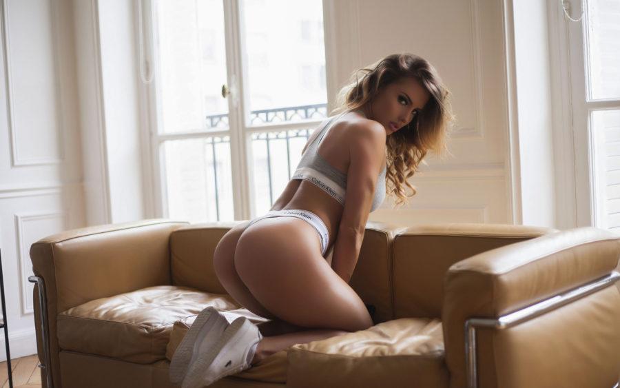поза секса диван