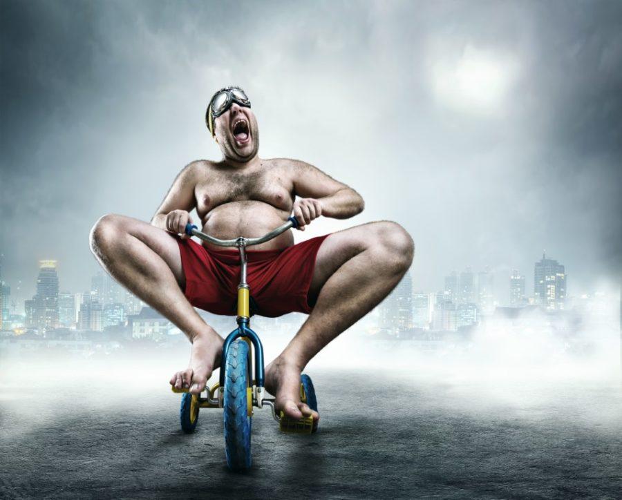 толстый мужчина на велосипеде