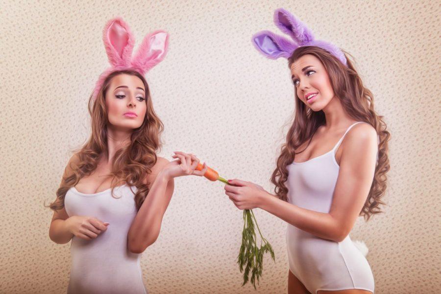 сексуальные девушки с морковкой