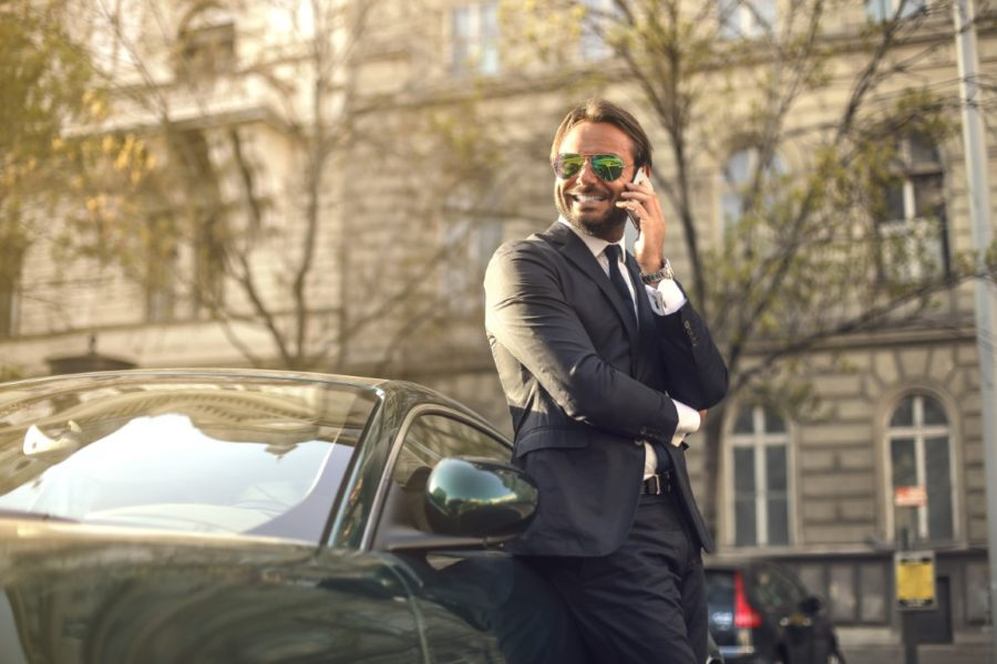 мужчина у машины