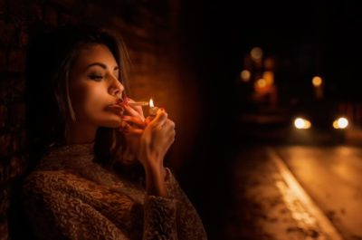 Как объяснить желание девушки встречаться только поздней ночью