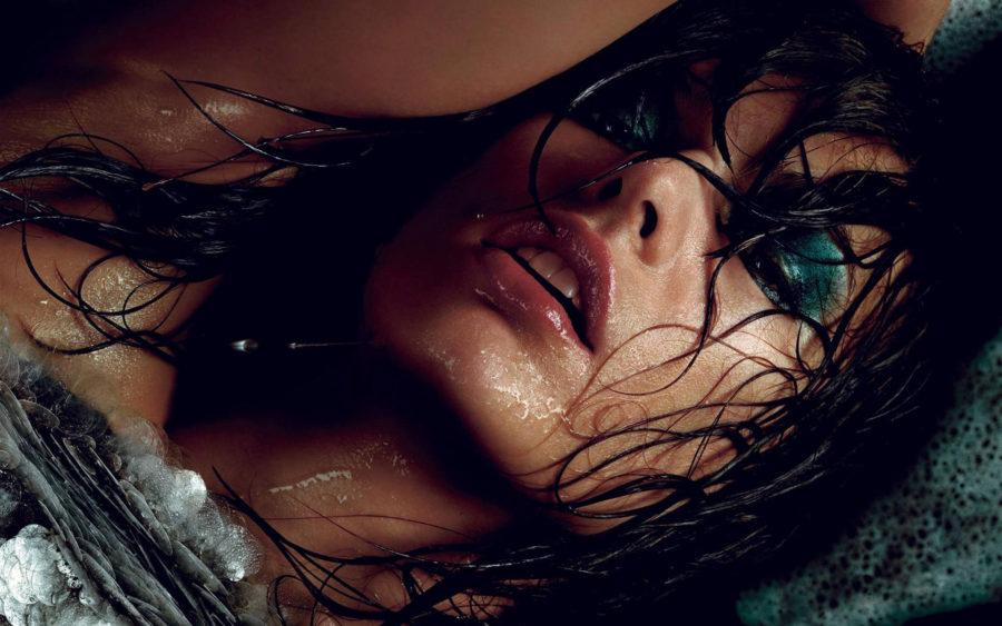 женщина мокрая