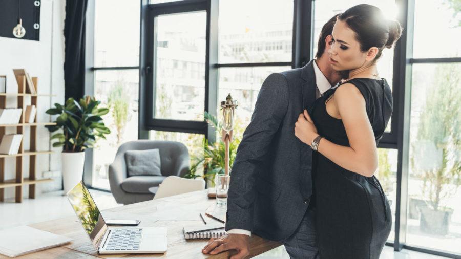 Влюбилась в сотрудника