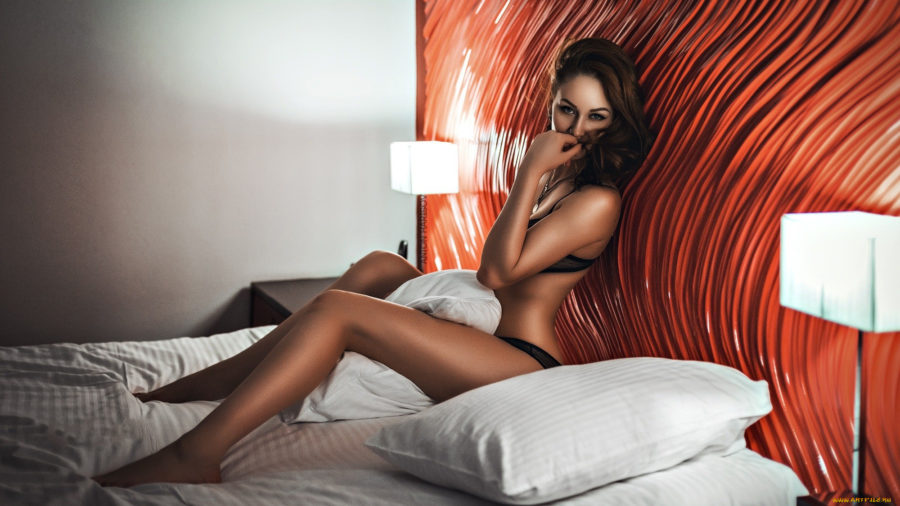 девушка в гостинице