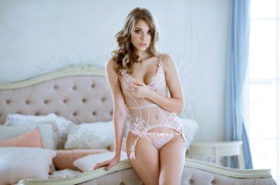 Красавица, скромница: как растопить сердце скромной девушки