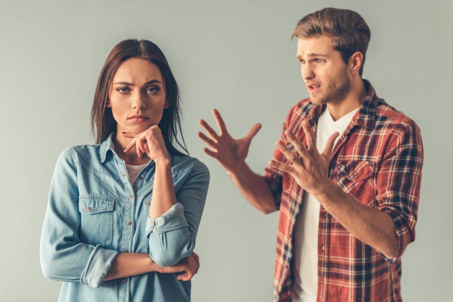 Девушка не хочет разговаривать с парнем