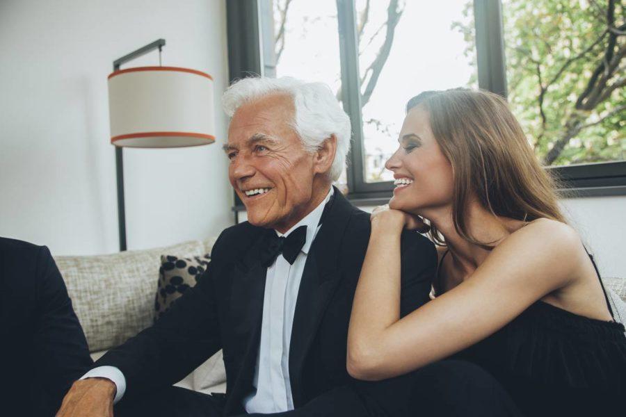 мужчина старше девушки